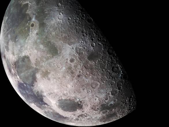 La Luna: Creazione di un'intelligenza aliena?